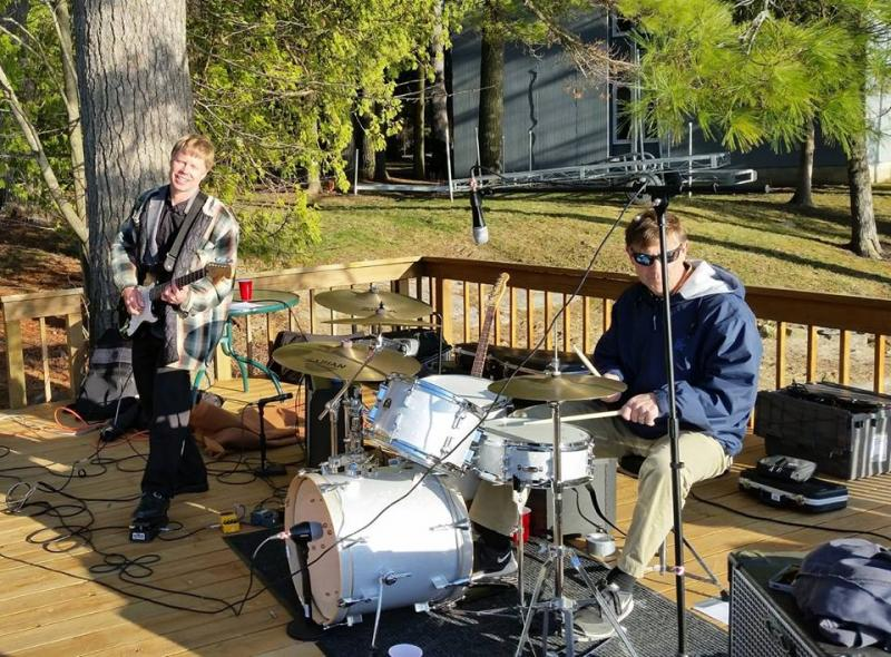 Erik Kaarla and Andrew Kwass performing in the VT outdoors
